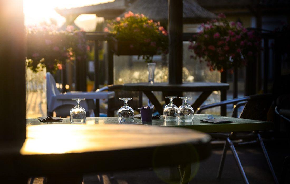 set-table-2609201_1920